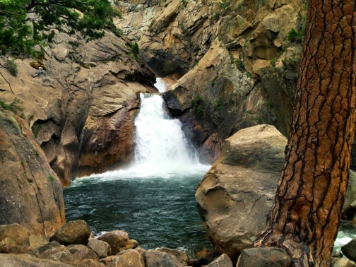 roaring-river-falls-kings-canyon